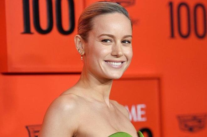 'Captain Marvel' Brie Larson duoc khen khi cover hit cua Ariana Grande hinh anh 1