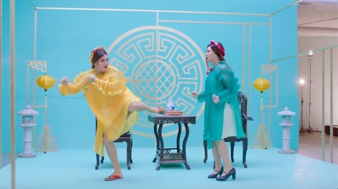 Nhung chi tiet giong phim hai Hong Kong trong MV cua Ho Ngoc Ha hinh anh
