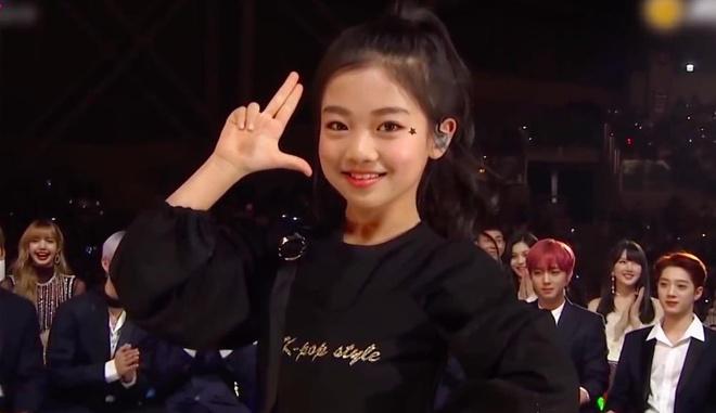 Black Pink phấn khích khi xem cô bé 9 tuổi nhảy hit 'DU-DDU DU-DDU'