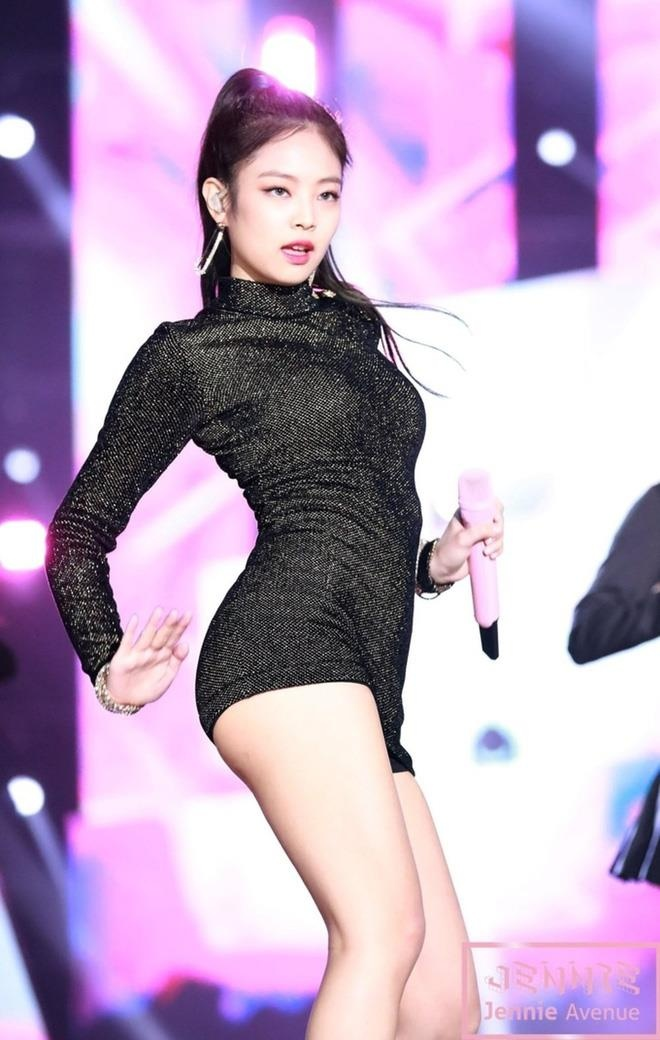 jennie black pink tang can anh 10