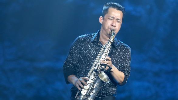 Nghe si Xuan Hieu thoi ken saxophone, cover hit 'Giac mo co that' hinh anh