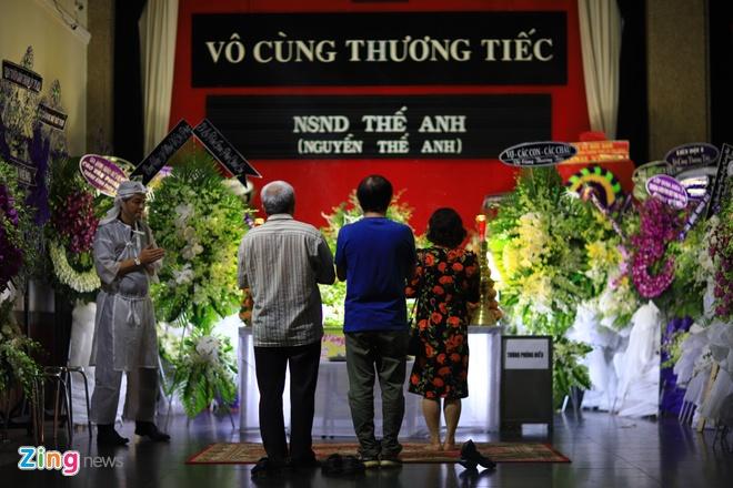 'Co gai xau xi' Ngoc Hiep, Kieu Trinh vieng NSND The Anh hinh anh 1