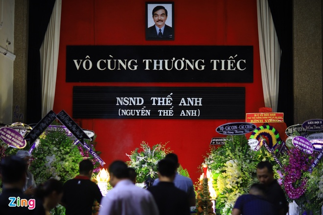 'Co gai xau xi' Ngoc Hiep, Kieu Trinh vieng NSND The Anh hinh anh 2
