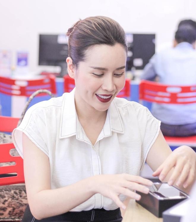 Ho Hoai Anh - Luu Huong Giang van tinh cam tren mang xa hoi du ly hon hinh anh 9