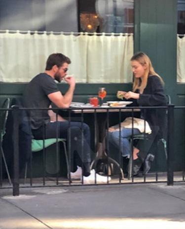 Liam Hemsworth hen ho voi sao nu goi cam sau ly hon hinh anh 2