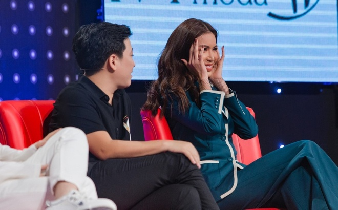 Minh Tú liên tục 'thả thính', tán tỉnh trai đẹp trong game show