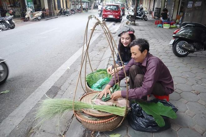 Angela Phuong Trinh mac ao yem, an hang rong o Ha Noi hinh anh 4
