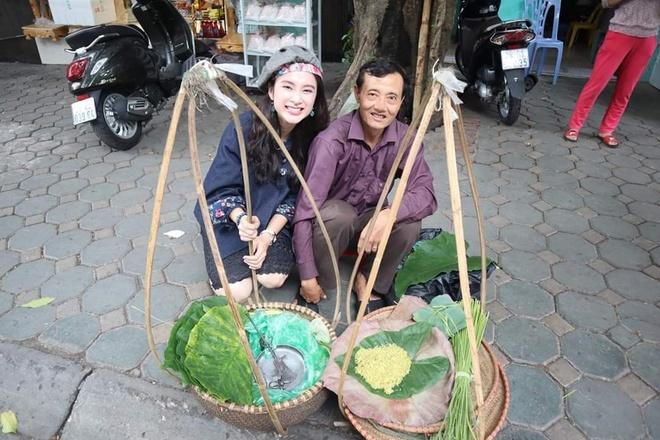 Angela Phuong Trinh mac ao yem, an hang rong o Ha Noi hinh anh 5
