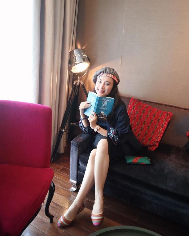 Angela Phuong Trinh mac ao yem, an hang rong o Ha Noi hinh anh 6