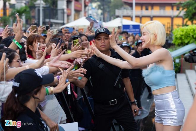 DJ noi tieng Han Quoc noi bat khi gap fan Viet hinh anh 7
