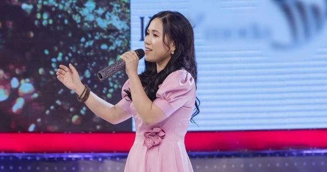 Thuy Chi hat live hit 'Xe dap' hay nhu ban thu hinh anh