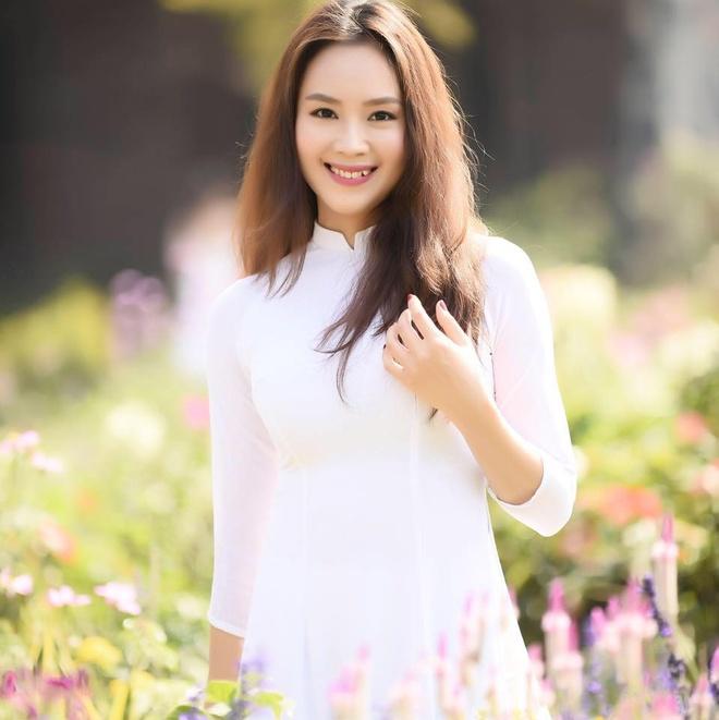 Khue cua 'Hoa hong tren nguc trai' ngoai doi khac xa tren phim hinh anh 7