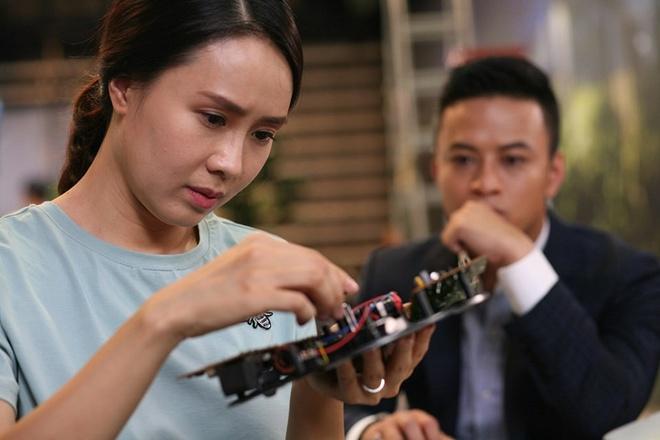 Khue cua 'Hoa hong tren nguc trai' ngoai doi khac xa tren phim hinh anh 4