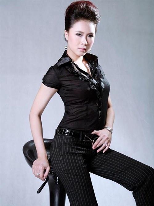 Khue cua 'Hoa hong tren nguc trai' ngoai doi khac xa tren phim hinh anh 2