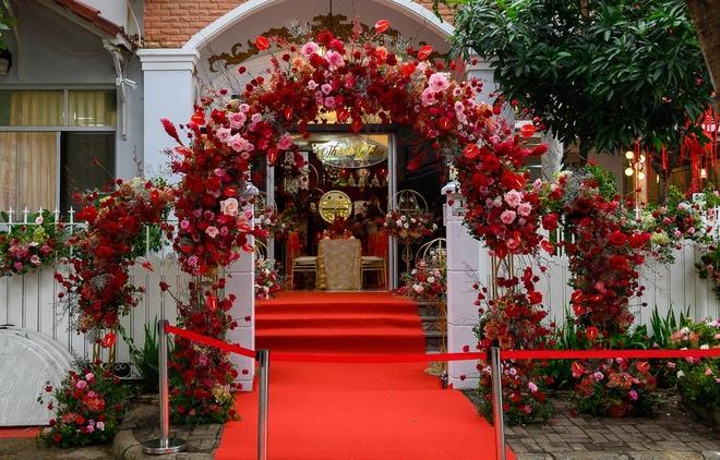 Khong gian ngap hoa trong le an hoi cua Dong Nhi - Ong Cao Thang hinh anh