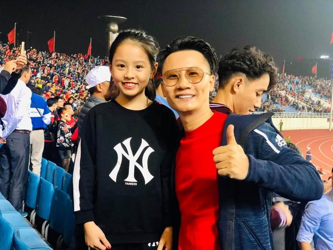 Hoài Linh cảm ơn Tiến Linh, Bảo Anh đăng ảnh gợi cảm mừng chiến thắng