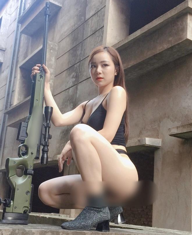 Nha Tien - tu hot girl ngu gat den co gai chieu tro, nghien khoe than hinh anh 10