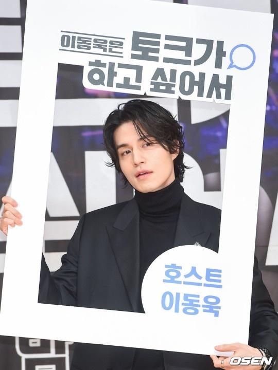 Lee Dong Wook khoac vai khien sao nu nguong ngung hinh anh 6
