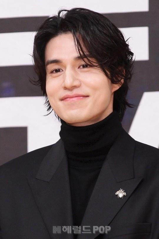 Lee Dong Wook khoac vai khien sao nu nguong ngung hinh anh 1