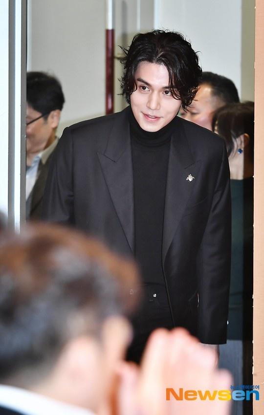 Lee Dong Wook khoac vai khien sao nu nguong ngung hinh anh 3
