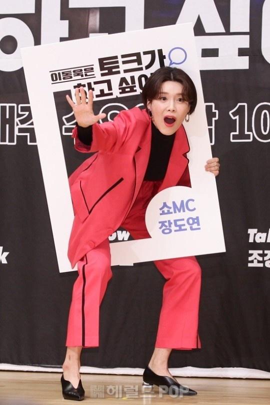 Lee Dong Wook khoac vai khien sao nu nguong ngung hinh anh 11