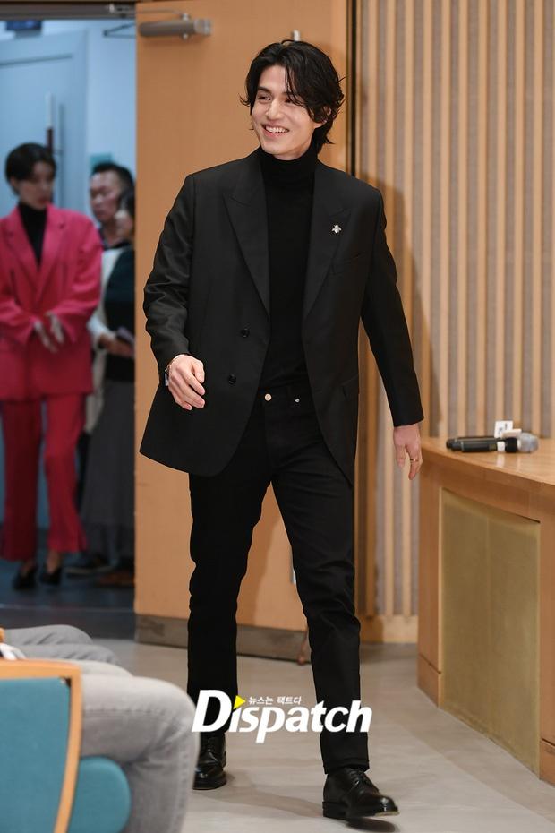 Lee Dong Wook khoac vai khien sao nu nguong ngung hinh anh 7