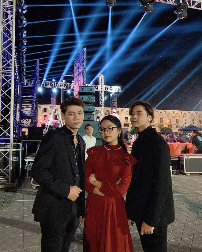 Angela Phuong Trinh di chua, Chi Pu tu tap hoi ban than dem Noel hinh anh 17