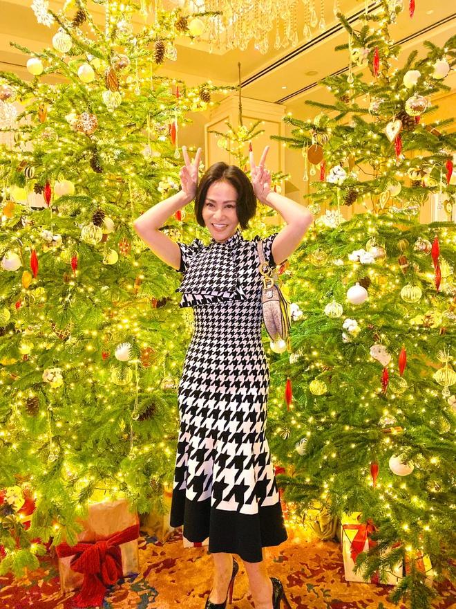 Angela Phuong Trinh di chua, Chi Pu tu tap hoi ban than dem Noel hinh anh 16 null
