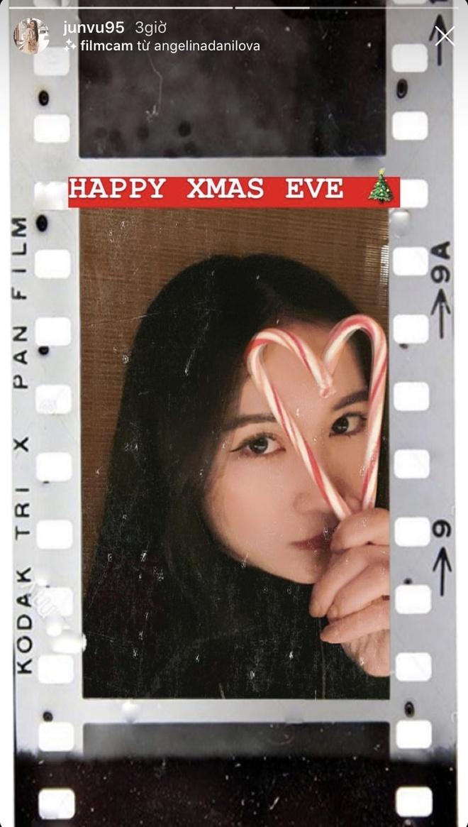 Angela Phuong Trinh di chua, Chi Pu tu tap hoi ban than dem Noel hinh anh 14 null