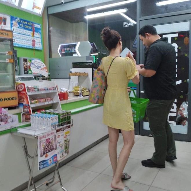 'Nu hoang goi cam' HyunA mua do an, uong ca phe o Viet Nam hinh anh 1 81671256_937072670078802_8619791422230364160_o.jpg