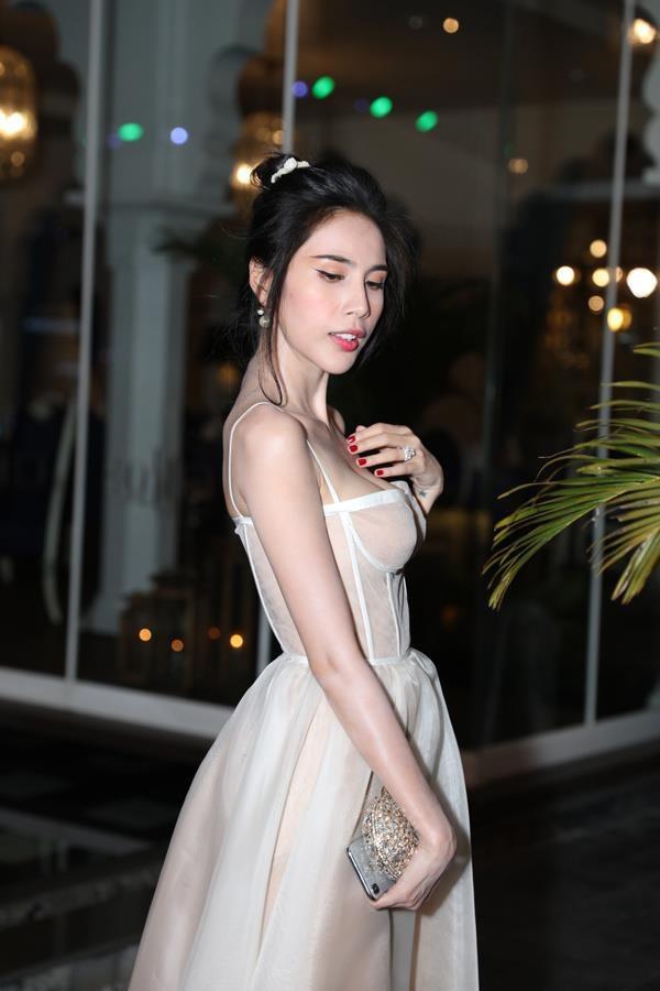 Minh Hang, Nha Phuong gay lo lang khi lo than hinh gay guoc hinh anh 7 thuytien3.jpg