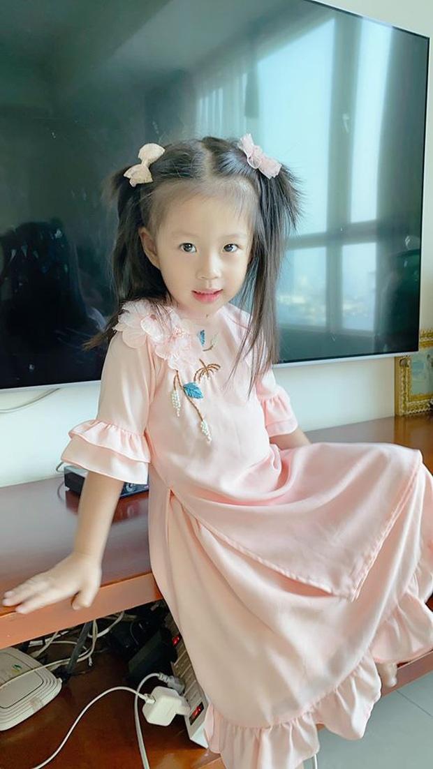 Con gai Hoai Lam va cac sao Viet mac ao dai don Tet hinh anh 9 8229534426924438375062957103599290215301120o_1579239652948340890077.jpg