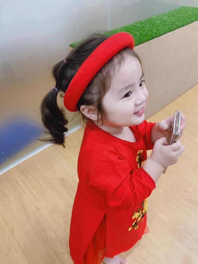 Con gai Hoai Lam va cac sao Viet mac ao dai don Tet hinh anh 1 82900020_2627095024193815_8757642550828859392_o.jpg
