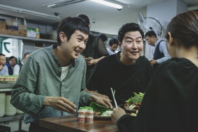 Lee Byung Hun du doan 'Parasite' gianh Oscar hinh anh 2