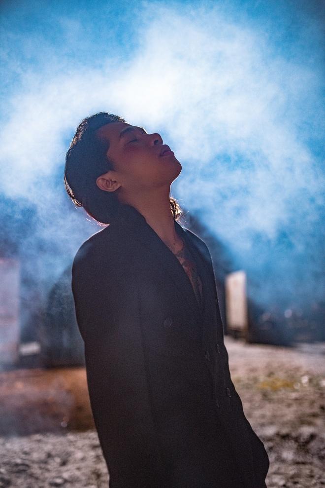 Jack - tu trai que den ca si duoc san don o showbiz hinh anh 4 phim_ngan_song_gio_fan_bang_hoang_khi_chung_kien_jack_di_xa_k_icm_bi_chan_thuong_nang_khien_ai_cung_xot_xa_1b48a3.jpg