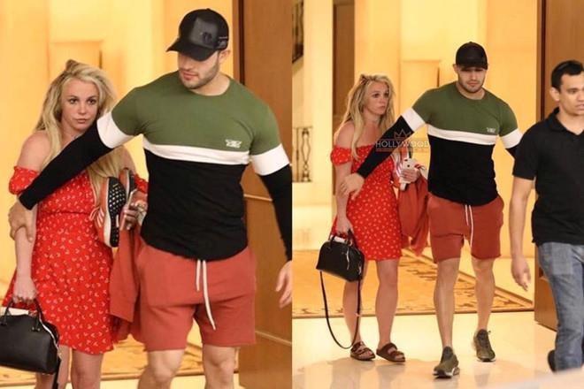 Britney Spears mac vay cu khi hen ho ban trai hinh anh 8