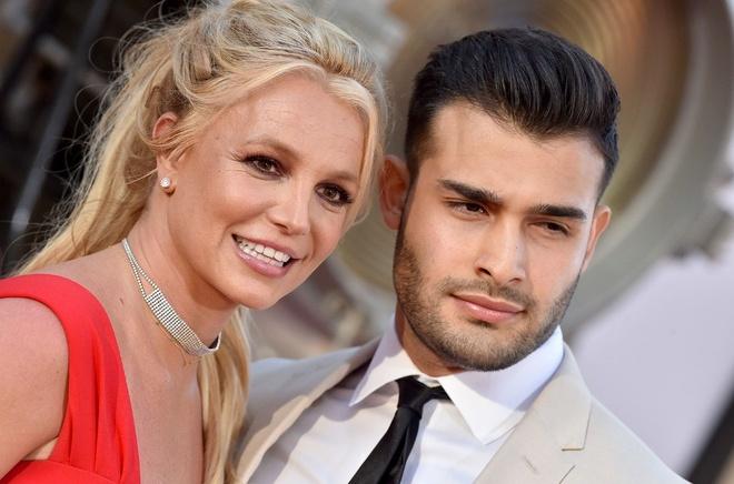 Britney Spears mac vay cu khi hen ho ban trai hinh anh 4