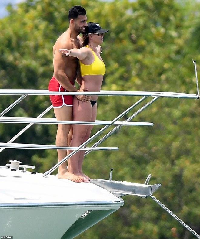 Britney Spears mac vay cu khi hen ho ban trai hinh anh 10 b4_1.jpg