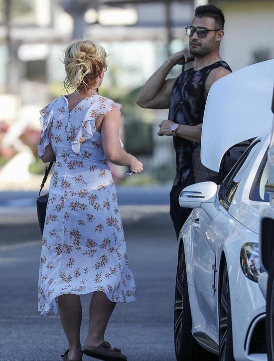 Britney Spears mac vay cu khi hen ho ban trai hinh anh 2 britney3_9316_1583834814.jpg