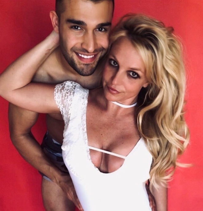 Britney Spears mac vay cu khi hen ho ban trai hinh anh 6 britneyspears_88378928_197743901292234_8675525568478124879_n_1.jpg