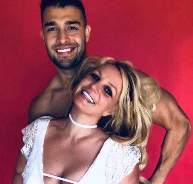 Britney Spears mac vay cu khi hen ho ban trai hinh anh 7 britneyspears_88664253_500186290693299_1180880788606840606_n_1.jpg