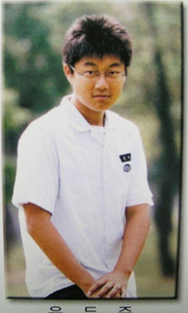 Anh qua khu khac biet cua nhung than tuong nam Kpop hinh anh 9 Yoon_Doojoon_antes.jpg