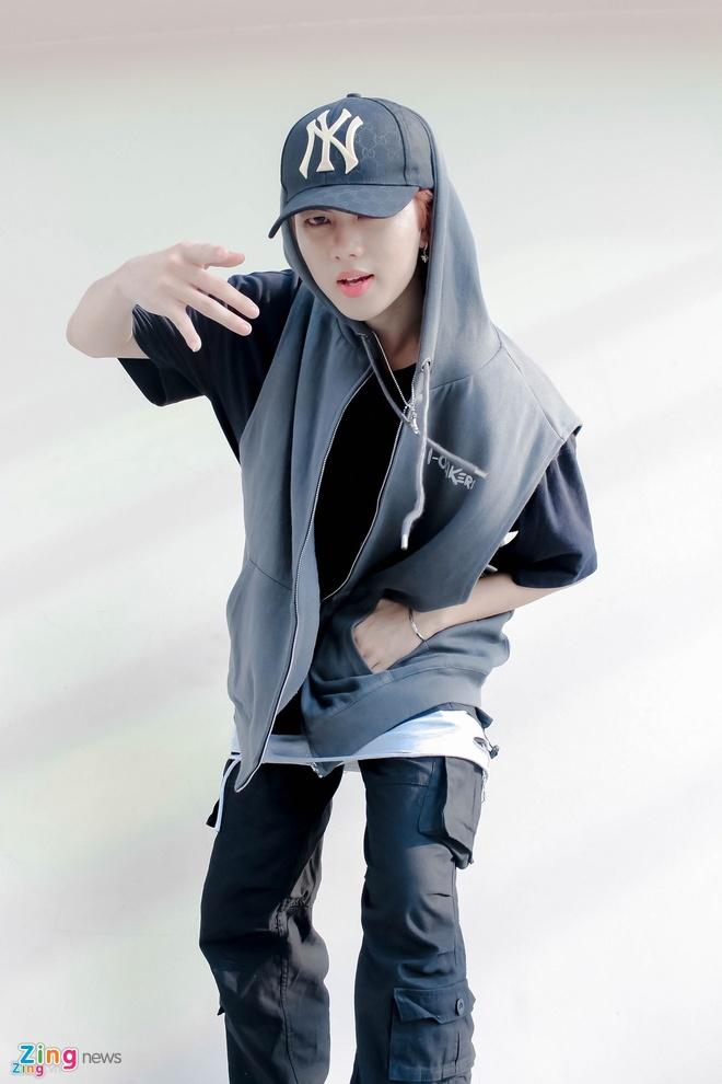 Hot boy sinh nam 1998 cua Vpop bi ban gai to yeu 2 nguoi cung mot luc hinh anh 1