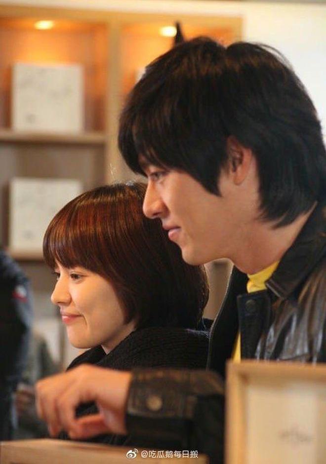 6 dau hieu yeu duong tro lai cua Song Hye Kyo va Hyun Bin hinh anh 2 f7f1059368d0818ed8c1.jpg
