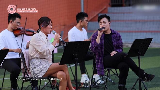 Hòa Minzy không áp lực khi hát cùng Văn Mai Hương - Âm nhạc