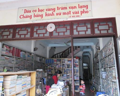 Nhung y tuong kinh doanh hay tu do cu hinh anh 2 Những cửa hàng sách cũ luôn thu hút số lượng lớn khách hàng là học sinh, sinh viên.