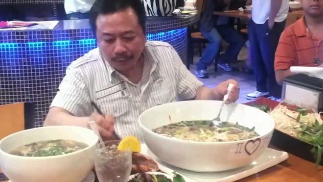 Nhung chieu dung thuc an khong lo de quang ba thuong hieu hinh anh 4 Tại nhà hàng I Luv Pho ở Georgia, Hoa Kỳ, bát phở Việt kích cỡ khủng có tên