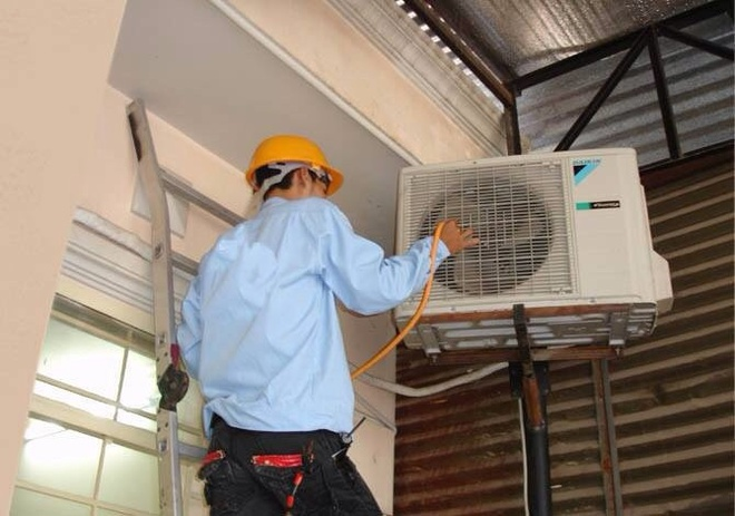 Kết quả hình ảnh cho hình ảnh thợ sửa điện lạnh