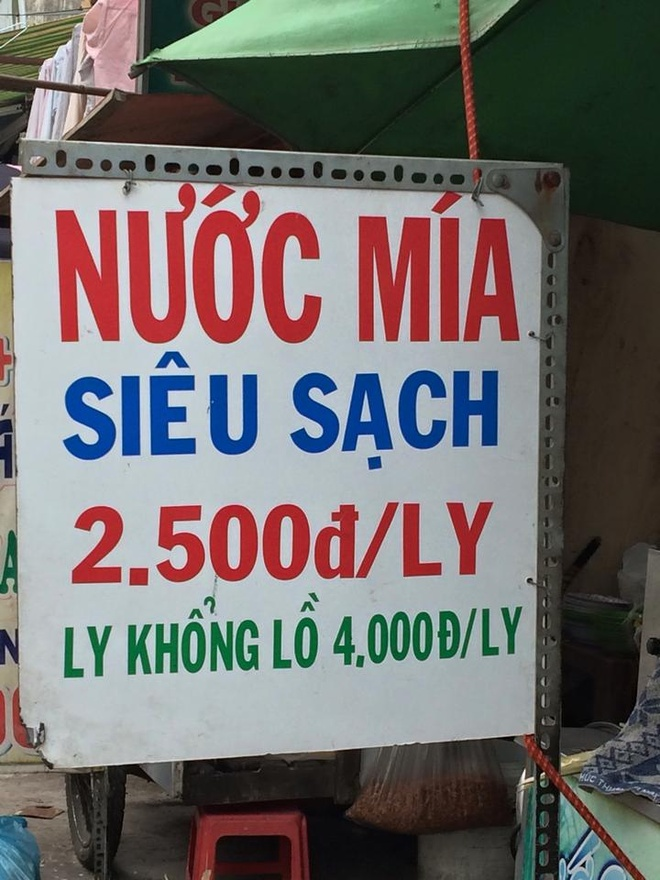 So gia hang binh dan o Ha Noi, Sai Gon hinh anh 1 Bảng giá nước mía siêu sạch tại một quán vỉa hè ở quận Thủ Đức, TP HCM. Ảnh: Huy Tuấn.