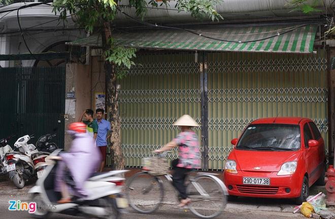 Bi dinh chi mot co so, banh Bao Phuong van dong khach hinh anh 1 Cơ sở 2 của Bảo Phương tạm đóng cửa.  Ảnh: Lê Hiếu.
